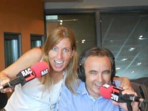 Foto a RAC1 amb els micròfons amb Emma Aixala